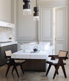 Stunning Parisian apartment by architect and interior designer Joseph Dirand. Parisian Kitchen, Joseph Dirand, Interior Design Minimalist, Design Apartment, Apartment Interior, New Kitchen Designs, Design Kitchen, Contemporary Kitchen Design, French Interior