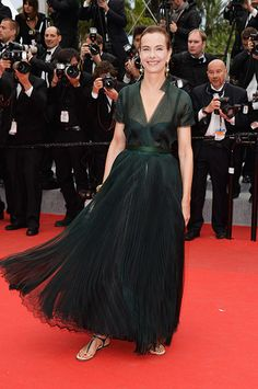 1/ Cannes do 2014 best dressed, carole bouquet in chanel- so chic!
