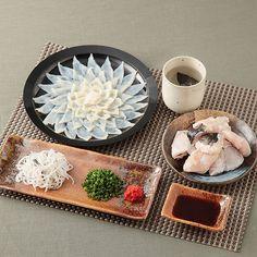 REBLOGGED - 養殖とらふくの刺身、鍋用アラのセットです。