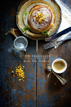 Pandekager med citron og blå birkes