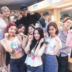 Exo Red Velvet, Wendy Red Velvet, Astro Wallpaper, Couple Wallpaper, Exo Icons, Fandom Kpop, Kpop Couples, Seohyun, Snsd