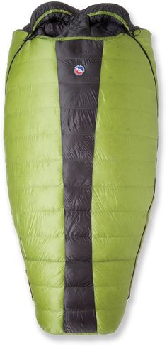 Snuggle up with your sweetheart on a cold night in the mountains with the Big Agnes Saddle Mountain SL double sleeping bag.