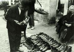 Foto Nicolae Ionescu - negustori de pantofi vechi la Taica Lazar (actuala str Baia de Fier)