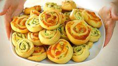GIRELLE SALATE ALLE ZUCCHINE – SENZA BURRO E UOVA Zucchini Rolls, Garlic Bread, Learn To Cook, Antipasto, Party Snacks, Finger Foods, Italian Recipes, Baked Potato, Sushi
