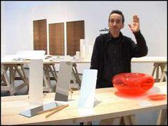 Il designer Paolo Ulian (Massa 1961), con Enzo Mari, presenta le sue creazioni giocose, etiche, ecosostenibili. www.paoloulian.it/
