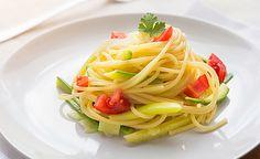 Zucchini-Spaghetti mit Tomaten