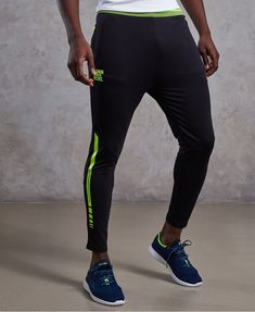 Shop gym trousers for men from Superdry. Gym trousers, workout leggings, track pants, gym joggers - choose your favourite styles here. Mens Workout Pants, Gym Pants, Workout Leggings, Sports Trousers, Sport Pants, Womens Workout Outfits, Nike Outfits, Sport Logos, Nike Clothes Mens