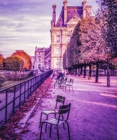 is the world's largest art museum. It was founded in the Louvre Palace in Paris, the French capital. Louvre Palace, Beautiful Places In The World, Amazing Places, Large Art, Art Museum, Worlds Largest, Places To See, The Good Place, Sidewalk