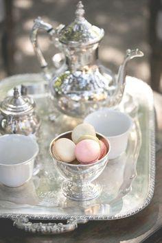 Coffee Break (with French macarons) - Ana Rosa