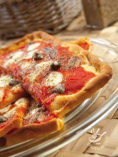 Neapolitan pizza with anchovies and capers - Quanta voglia di una buona Pizza napoletana acciughe e capperi! Ecco qui sia la versione #pizzanapoli #pizzanapoletana