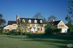Colonial Revival Residence by Robert A.M. Stern. Roof line.