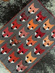 Fox quilt by @lauriesjohnston (pattern by Elizabeth Hartman)