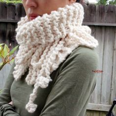 Hand-knit neck warmer (Off White)