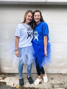 Does your teen daughter love the whole VSCO Girl movement? Make this easy DIY VSCO girl Hydroflask costume for an easy, fun, and unique Halloween costume this year! Modest Halloween Costumes, Cool Costumes, Costume Ideas, Halloween This Year, Spooky Halloween, Tween Girls, Girls Out, Mardi Gras Beads, Halloween Celebration