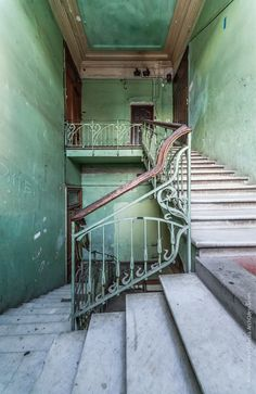 Environment Painting, Grey Houses, Imagines, Spain Travel, Aesthetic Pictures, Abandoned Places, Stairways, Russia, Aesthetics