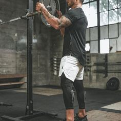 [ fall 18 ] featuring the Train-Lite™️ Performance Tee, Creora®️️ Liner Short and Side-Pocket Legging. Crossfit Men, Crossfit Clothes, Mens Gym Clothes, Workout Gear For Men, Gym Gear, Men Photography, Fitness Photography, Fitness Gym, Mens Fitness