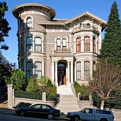 Lovely Victorian...I wish they would not take pictures of modern cars parked in front of these majestic homes!  Also, look at the curtains, upstairs window!