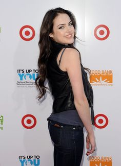 "Elizabeth Gillies Photos - Elizabeth Gillies attends the ""Party for Good - Making Meals to Feed Young Minds"" event at Basketball City - Pier 36 - South Street on June 2010 in New York City. - ""Party for Good - Making Meals to Feed Young Minds"" Elizabeth Gillies 2016, Danny Mcbride, Nickelodeon Girls, Forever Red, City People, Miranda Cosgrove, Press Tour, Amanda Bynes, Sundance Film Festival"