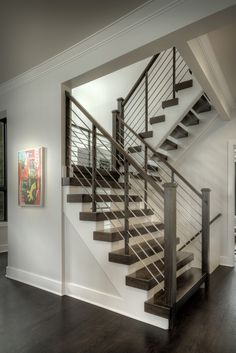 Stairway Railing Ideas Stylish Ways to Decorate stair railing remodel ideas tips for 2019 Stairway Railing Ideas, Indoor Stair Railing, Modern Stair Railing, Stair Railing Design, Home Stairs Design, Interior Stairs, Modern Staircase, Cable Stair Railing, Condo Interior