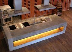 Küchenblock aus Beton. Möbeldesigner haben Beton für sich entdeckt und bauen Küchenblöcke, Tische und Sitzgelegenheiten aus dem vielgestaltigen und unverwüstlichen Material.