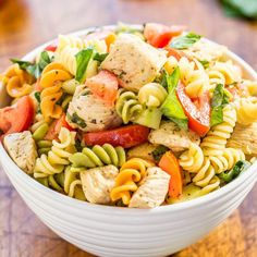 Italian Chicken Pasta Salad - Easy ready in & healthy! Bursting with fresh flavors from juicy tomatoes basil parmesan & chicken! Italian Chicken Pasta, Pasta Salad Italian, Chicken Orzo, Lemon Chicken, Chicken Salads, Mozzarella Chicken, Ranch Chicken, Salad Recipes Video, Pasta Salad Recipes
