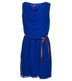 Zomers jurkje van LIV in een mooie diepblauwe kleur. Erg mooi met een paar bruine enkellaarsjes en in combinatie met het suède jasje van LIV
