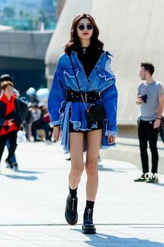 style 2018 s/s HERA Seoul fashion week fashion street tokyo-fashion Seoul Fashion, Tokyo Fashion, Japon Street Fashion, Trend Fashion, Korean Fashion Trends, Summer Fashion Trends, Japanese Street Fashion, Harajuku Fashion, Cool Street Fashion