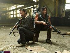 Rick Grimes (Andrew Lincoln) e Daryl Dixon (Norman Reedus) na 5ª Temporada