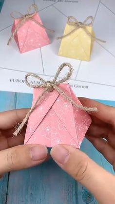 Diy Crafts Hacks, Diy Crafts For Gifts, Diy Arts And Crafts, Diy Crafts Videos, Cool Paper Crafts, Paper Crafts Origami, Origami Box, Gift Wrapping Techniques, Kawaii Crafts