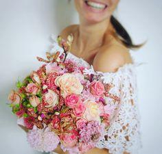 Edénique (ja dat is haar prachtige naam!) vindt het heerlijk om met oog voor detail, veel passie en liefde voor haar werk de perfecte bloemen voor jullie bruiloft te regelen. Ze heeft al veel jaren ervaring in het vak, en is nu voor zichzelf begonnen. Ze is altijd hard aan het werk om jullie verwachtingen te overtreffen, dus ben je op zoek naar een mooi bruidsboeket? Of misschien wel een over-the-top bloemenmuur? Edénique kan het allemaal voor jullie maken//Klik voor meer info!