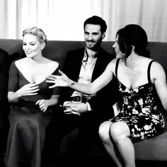 OUAT - Jennifer, Colin and Lana at 2014 SDCC. HAHAHAHAH! Colin's faces the whole time.