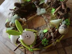 Kunstblumen & -pflanzen - kleine Häschen in Grün - ein Designerstück von TinaKreativ bei DaWanda Party, Etsy, Fake Flowers, Easter Activities, Plants, Parties