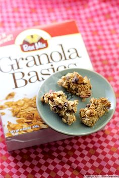 These Hawaiian Granola Bars from The Pham Fatale not only look amazing, they taste even better!