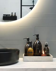 Carrrrambaaa, what is better with this tropical temperature than you can . Kits Lavabo, Harrington House, Small Dream Homes, Bathroom Tray, Home Organisation, Decoration Inspiration, Minimalist Room, Bathroom Interior Design, Home And Living