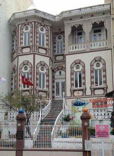İzmir Painted Doors, Case, Old Houses, Bridges, Istanbul, Buildings, Old Things, Street View, Windows