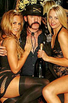 Lemmy Kilmister having double fun #Motorhëad #RockStyle