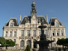 Image from http://upload.wikimedia.org/wikipedia/commons/5/51/Limoges_Mairie.jpg.