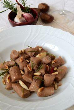 """Gnocchetti di castagne con pinoli... e c'è chi la chiama """"cucina povera!"""""""