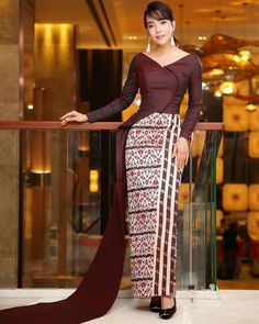 Traditional Dresses Designs, Traditional Outfits, Myanmar Dress Design, Myanmar Traditional Dress, Junior Prom Dresses, Sleeves Designs For Dresses, Thai Dress, African Fashion Dresses, Dress Patterns