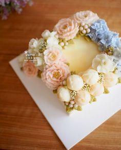 Done by student from Thailand (베러 정규클래스/Regular class) www.better-cakes.com  Inquiry : bettercakes@naver.com  - 베러케이크 / Better Cake - Butter Cream Flower Cake & Class  Seoul, Korea based http://www.better-cakes.com Instagram : @better_cake_2015 Mail : bettercakes@naver.com Line : better_cake Facebook : Sumin Lee…