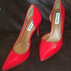 STEVE MADDEN Red heels Super classy and super sexy!!! Can be worn with a little black dress or dark jeans ! So perfect for the night out! Sexy open side. NWOT 4.5 heel Steve Madden Shoes Heels