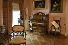 Russian residential interior XIX-beginning of XX centuries. Maple living room, 1900s