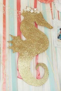 Centerpiece Decorations, Gingerbread Cookies, Symbols, Desserts, Gingerbread Cupcakes, Tailgate Desserts, Deserts, Postres, Dessert