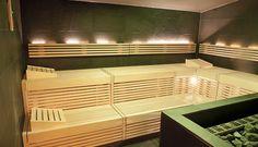 Eine neue #Saunalandschaft die begeistert: #Soledampfbad #Dampfbad Kräutersauna #Steinsauna und Finnische #Zirbensauna bieten für jedes Temperaturempfinden das Richtige. Dazu 4 grandiose Erlebnisduschen von #Dornbracht - Eisbrunnen und ein getrennter #Ruhebereich der mit Liegen und Schwebeliegen diesen Namen auch verdient. Hier können Sie #entspannen - #Sauna #Chiemgau #Spa #Wellness #Wellnesshotel #Wellnesshotels #Chiemsee