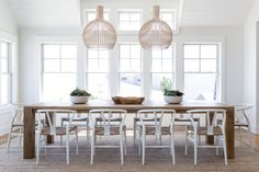 DOMINO:Tour a Breezy Beach House Inspired by Its Landscape