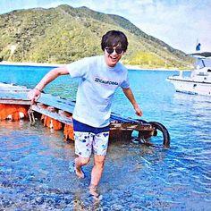 【tamamori__0317】さんのInstagramをピンしています。 《ハッチャケてる感じ最高⤴︎⤴︎⇝♥ღ #玉森裕太#玉ちゃん#海、?#川、?#とにかく癒される#和む#笑顔ハンパない⤴︎⤴︎》