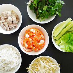 Vietnamese Rice Paper Rolls, Vietnamese Food, Vietnamese Recipes, Goi Cuon Recipe, Carrot And Coriander, Wonton Recipes, Hoisin Sauce, Spring Rolls, Fabulous Foods