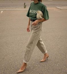Autumn Trends Style Inspiration How to Wear the Sporty Chic Trend Look Fashion, Autumn Fashion, Fashion Outfits, Womens Fashion, Fashion Trends, Sporty Chic Outfits, High Fashion, Sporty Chic Style, Sporty Fashion