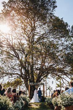 Uma festa em família embaixo da maior árvore do jardim de uma fazenda – Barbara Gabriel, Dolores Park, Mini, Wedding, Travel, Wedding Decoration, Song Of Songs, Barns, Farmhouse