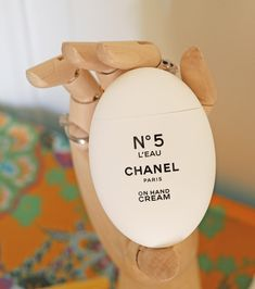Gastbloggerin Florina testet Handpflege-Neuheiten von Chanel, Caudalie, Clarins, Yon-Ka und Morrocan Oil.